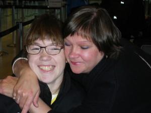 Justine, élève de l'École Madeleine-Bergeron et sa mère, Chantale