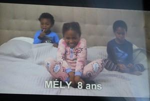 Trois de ses enfants qui le présente par vidéo!