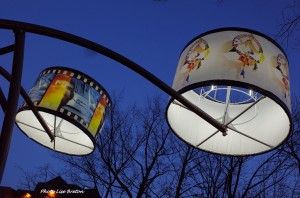 Lampadaires de Pierre Ayot au coin de Avenue Cartier et Grande-Allée Photo @Lise Breton